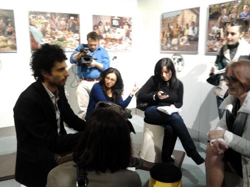 Marco Bianchi chiacchiera con alcune blogger