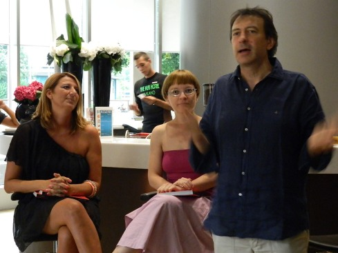 Irene Vella (da sx), Elisabetta Ferrari e Carlo Vischi presentano Sex&TheCake