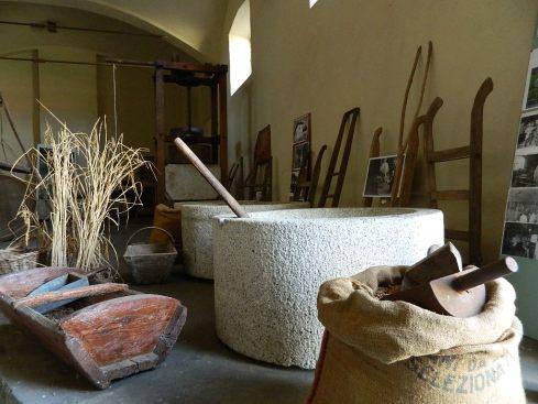 Antichi strumenti per lavorare il riso