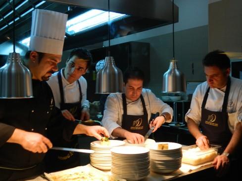 Nelle cucine del The Hub Hotel di Milano (da sx) Mesiti, Palamaro, Tramontano e Baciòt