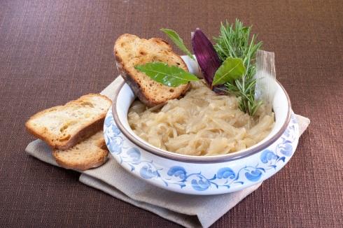 Una zuppa autunnale: zuppa di cipolle classica