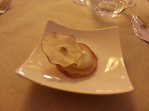 Amuse bouche: pere e gorgonzola