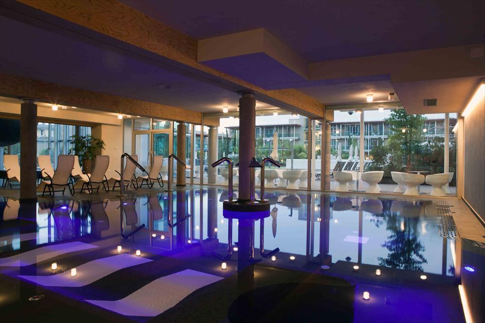 All aqualux hotel di bardolino tra relax eco sostenibile e for Piscine wine