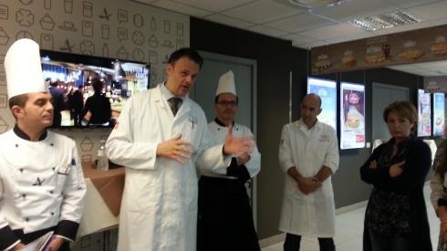 Una parte del team di chef ed esperti F&B di Autogrill nello Spazio Fucina