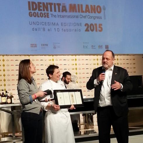 Antonia Klugmann sul palco di Identità Golose 2015 tra Laura Lazzaroni e Paolo Marchi
